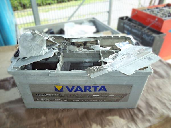 Batterieexplosion - explodierte Batterie